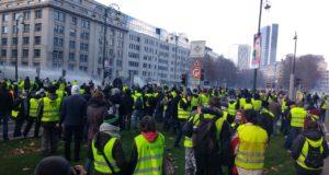 Franse president moet toegevingen doen na massaprotest