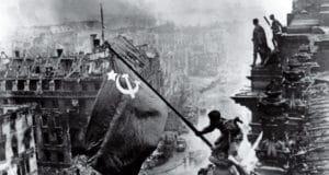 75 jaar geleden: hoe de Tweede Wereldoorlog eindigde met de Sovjet-vlag boven de Duitse Rijksdag