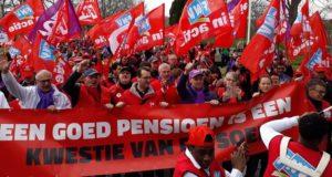 Kleine meerderheid Ledenparlement FNV blokkeert AOW & Pensioendeal!